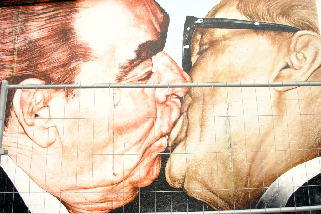 berlin-wall-Brezhnev-kissing-Honecker