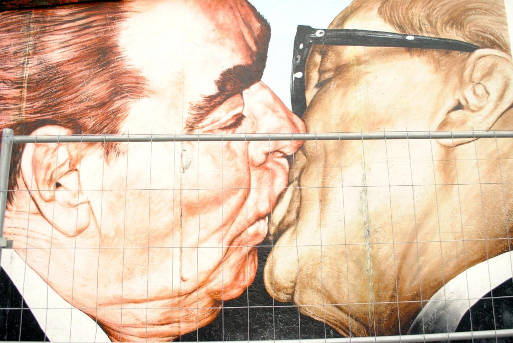 berlin-wall-Brezhnev-kissing-Honecker