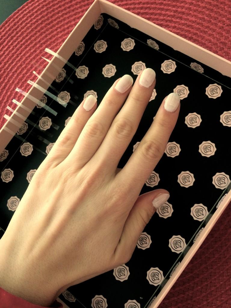 geometrical-nail-art-white