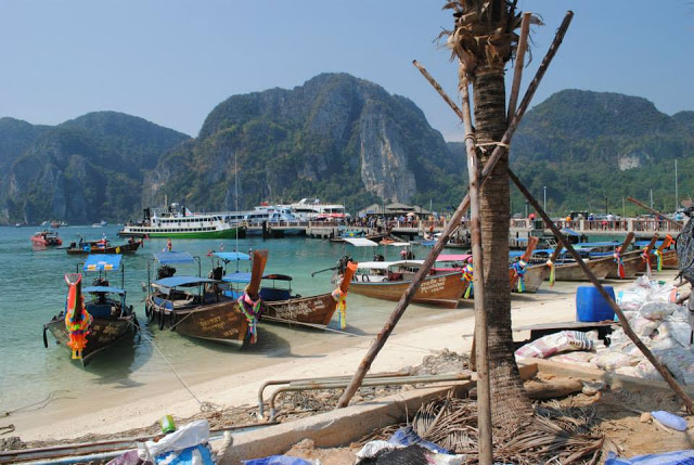 one-month-itinerary-thailand-phiphi-island-beach