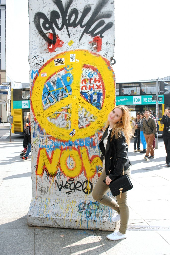 picture-berlin-wall