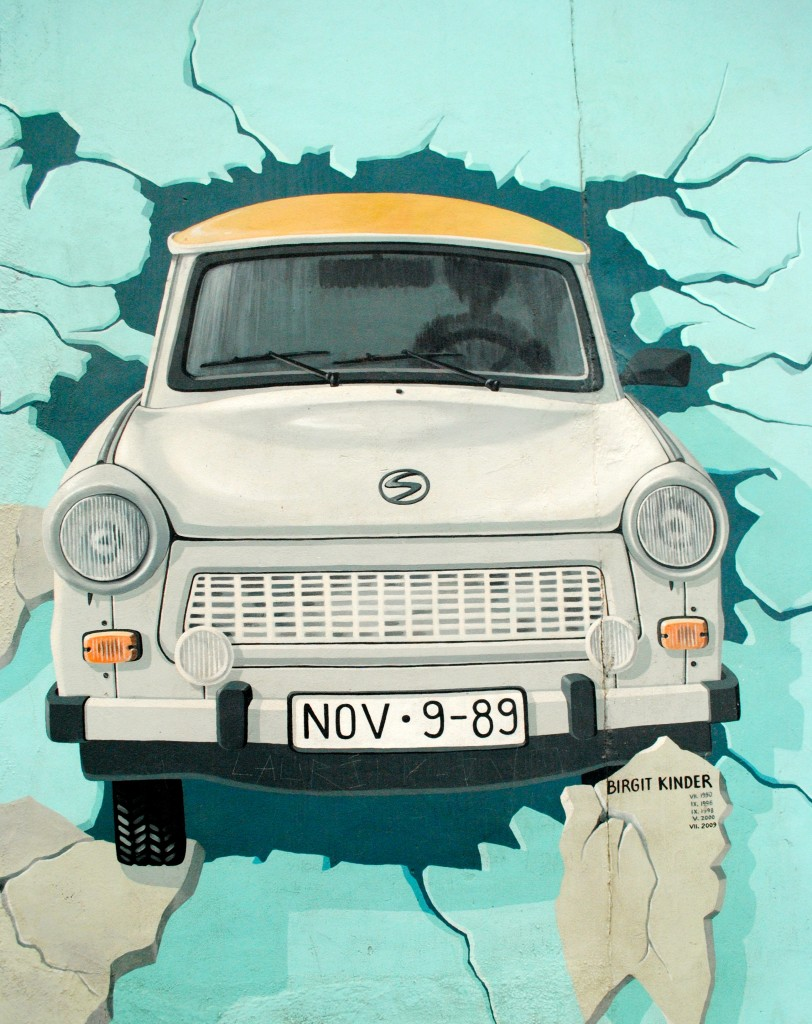 retro-car-berlin-wall