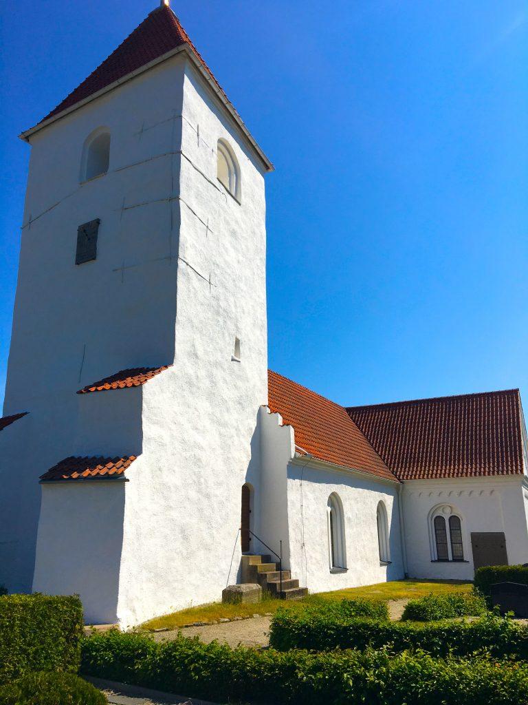 Torna-hällastad-church