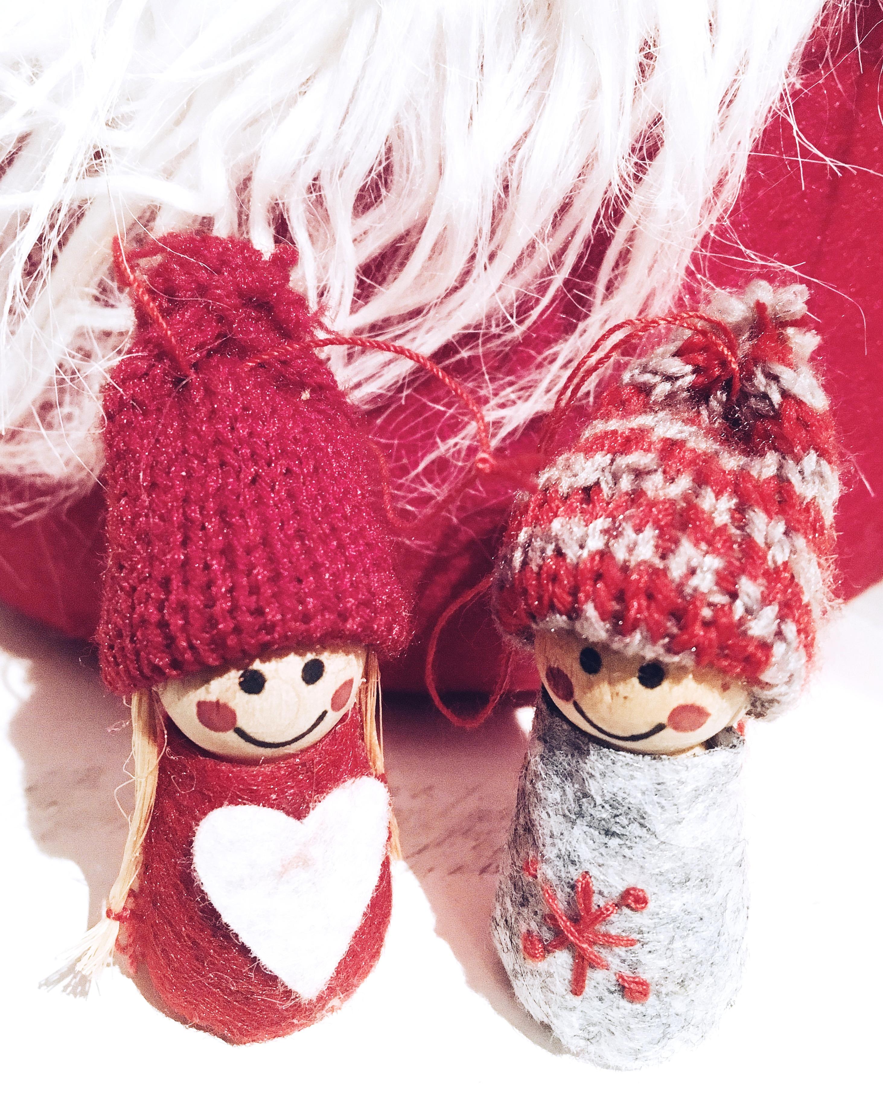 christmas-decorations-couple