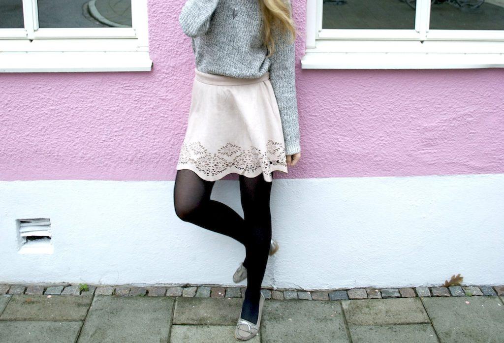 Jupe rose pour un look hivernal pastel et doux