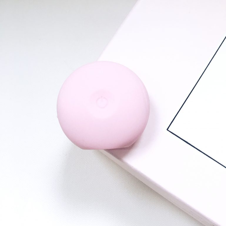 foreo-luna-foreo-face-cleanser-1