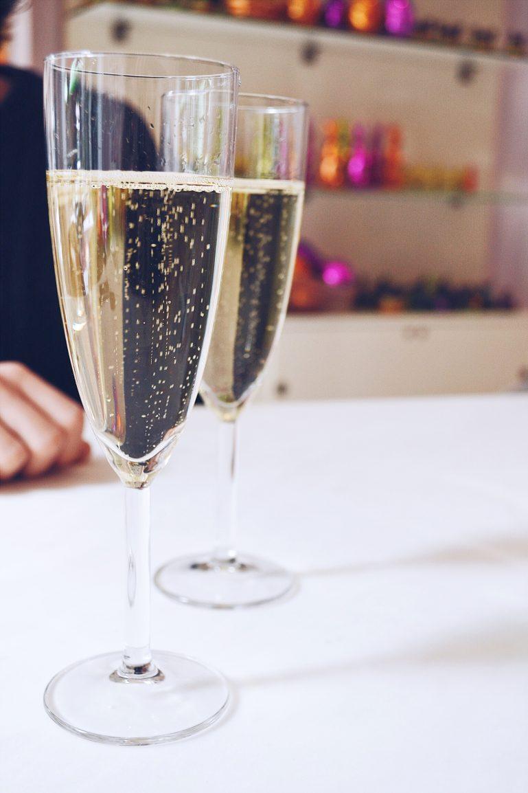coupes de champagne brunch