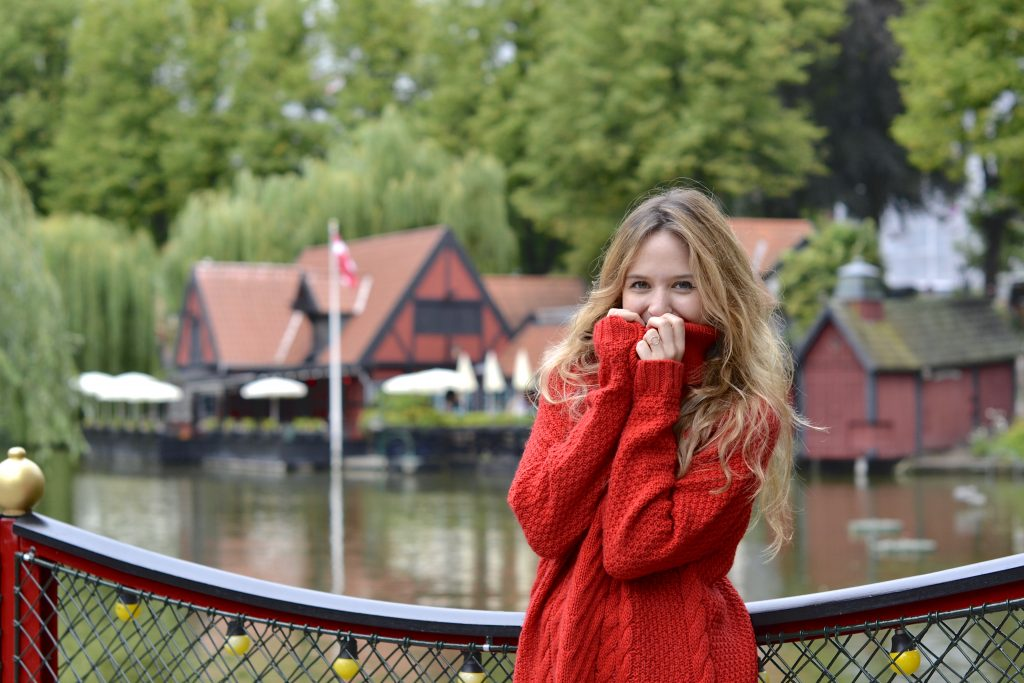 Colorful red sweater in Tivoli