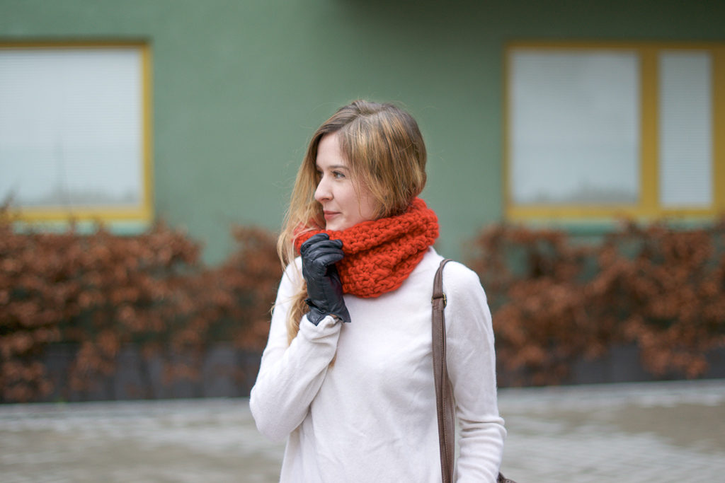 How to knit a snood for the first time (+ a headband)